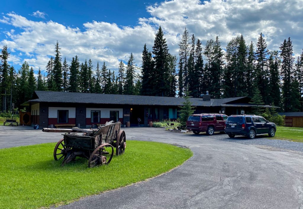where to stay in sundre alberta