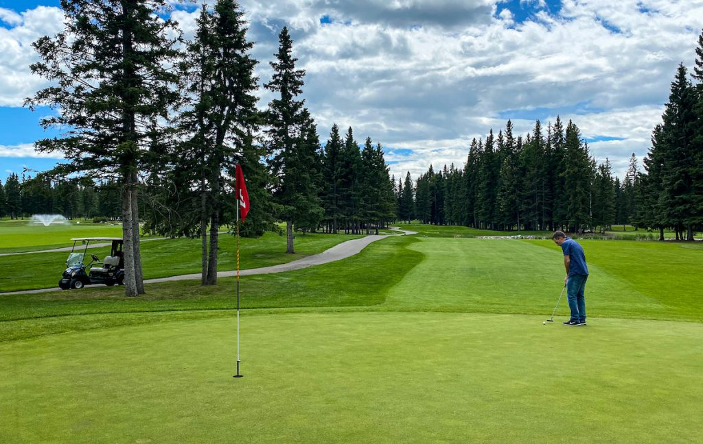 golfing at Sundre Golf Club