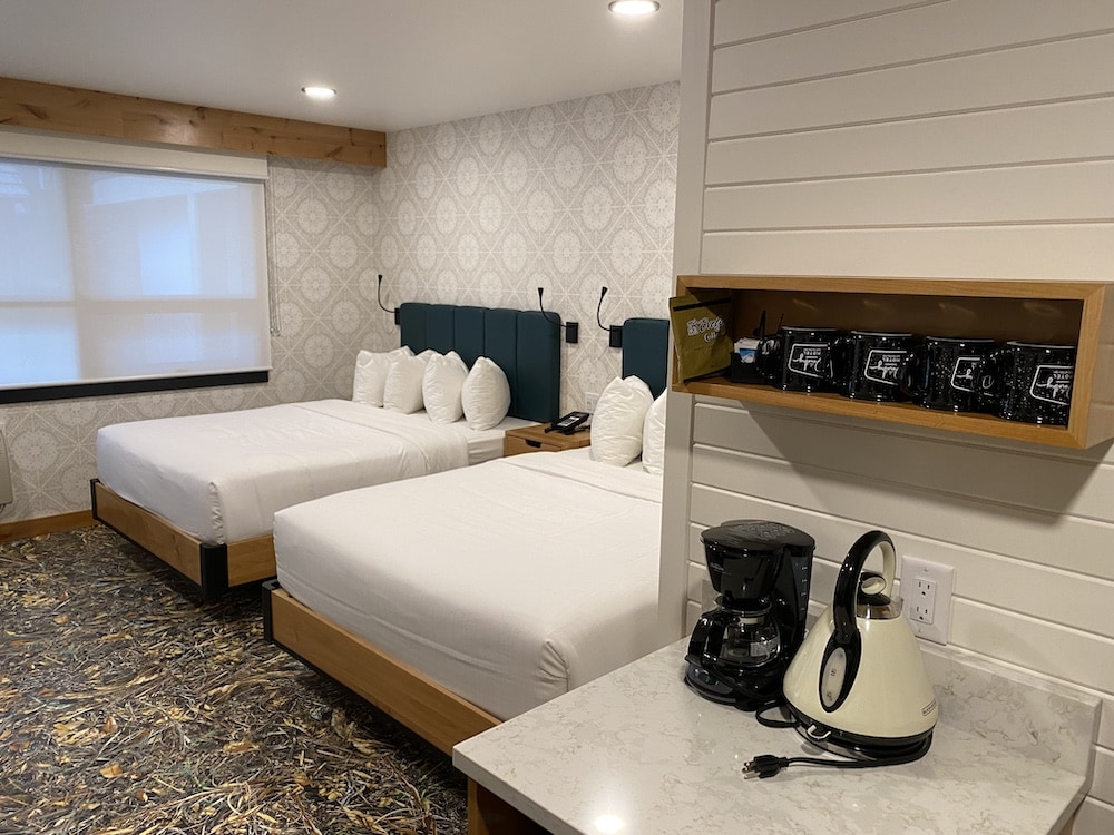 where to stay in Banff - Dorothy Motel