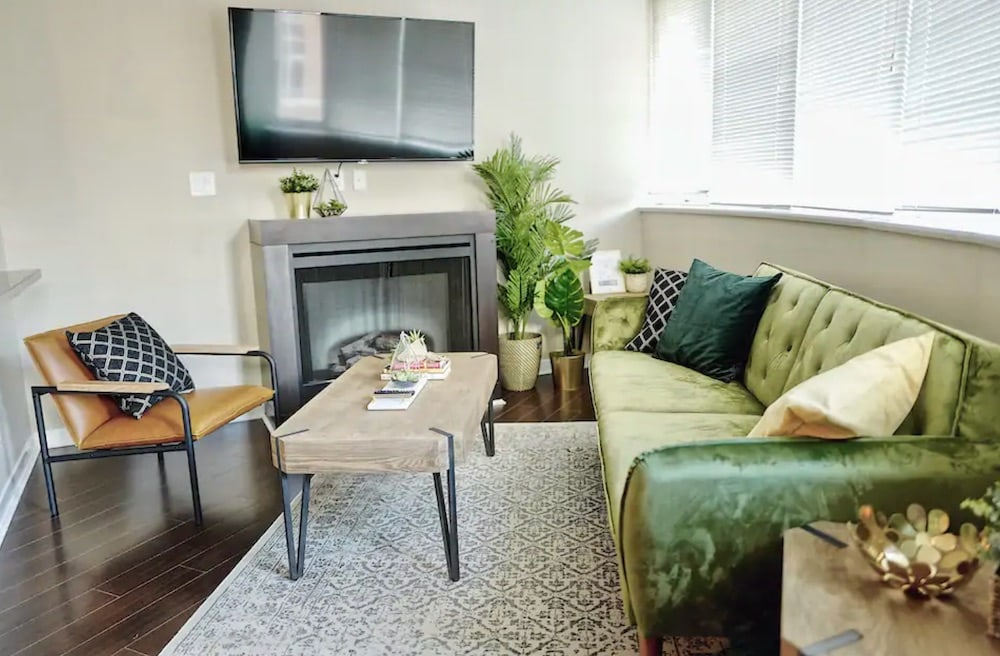 Vancouver Airbnbs in Chinatown