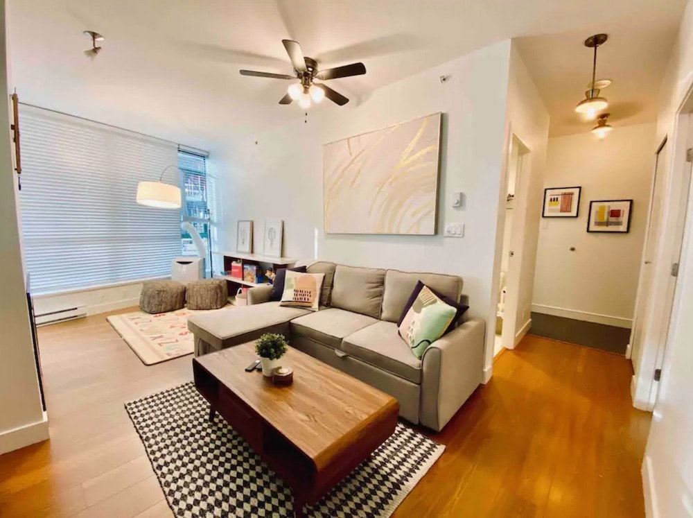vancouver airbnbs - Robson Street