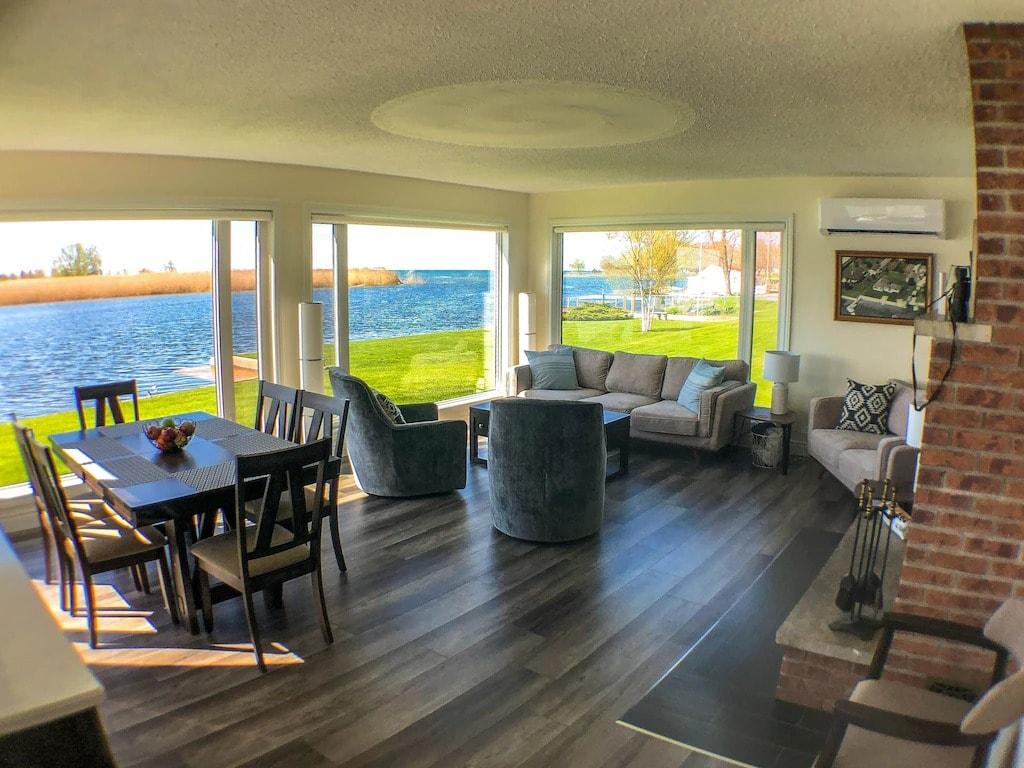 cabin rentals in Ontario in sandbanks provincial park.