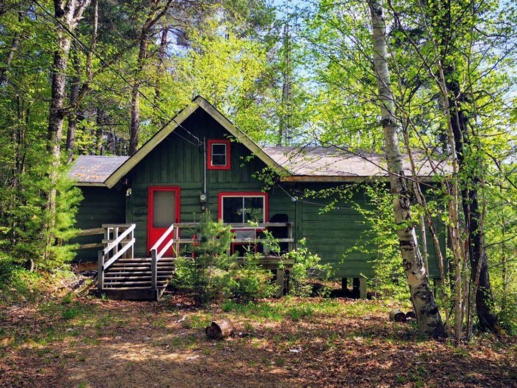 Rustic Cabin Rentals in Ontario for retreats.